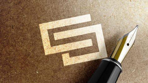 موکاپ نمایش لوگو به صورت طلایی روی کاغذ